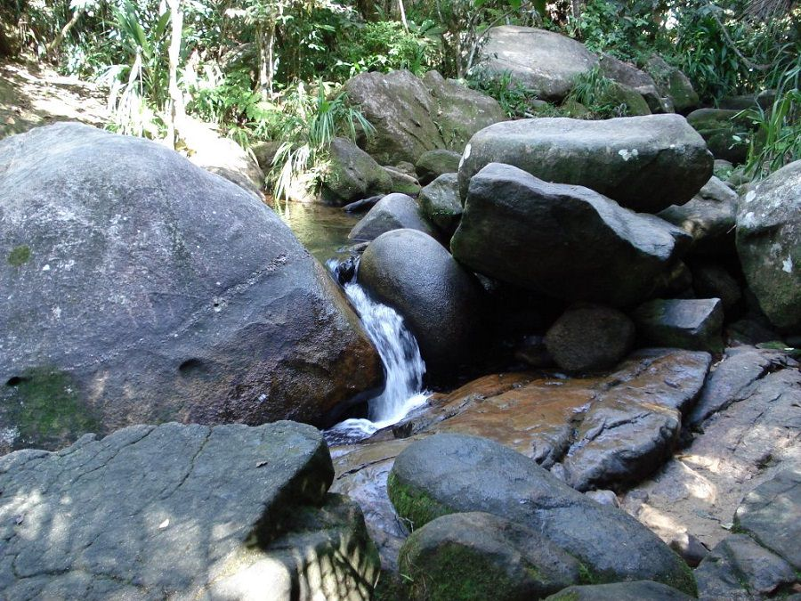 "Pedra Que Engole: Ο βράχος που σε ""καταπίνει"" και σε βγάζει σε μυστική σπηλιά! (video)"
