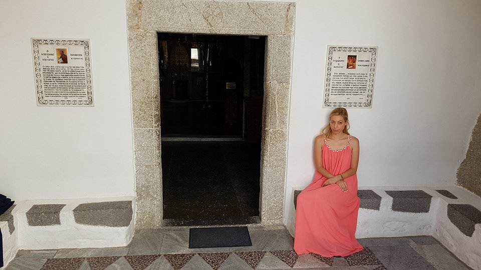 Η Μαρκέλλα Σαράιχα στο Σπήλαιο της Αποκάλυψης στην Πάτμο