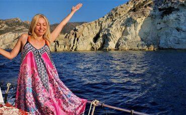 Η Μαρκέλλα Σαράιχα ταξιδεύει στην Κίμωλο