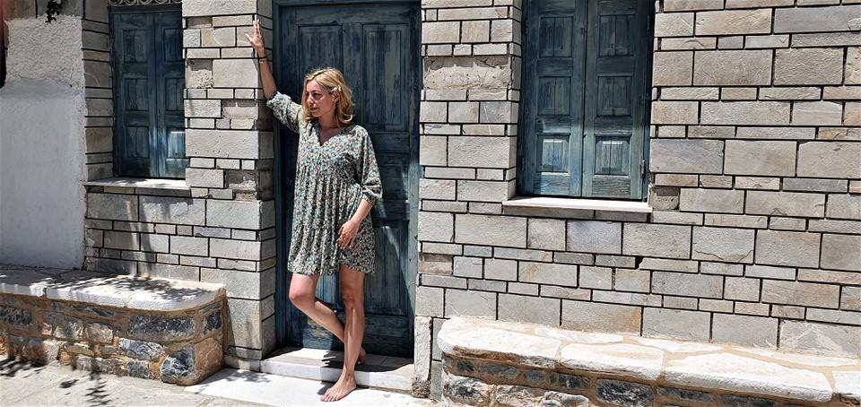 Η Μαρκέλλα Σαράιχα ταξιδεύει στην Σχοινούσα