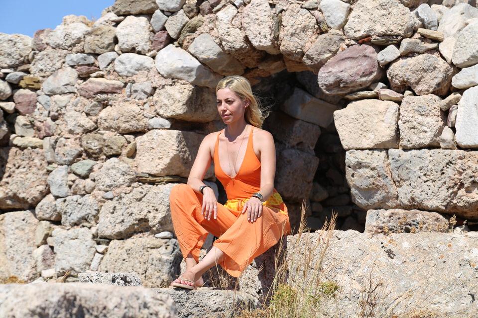 Η Μαρκέλλα Σαράιχα με το travelgirl.gr στη Μάνη