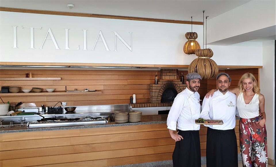 Η Μαρκέλλα Σαράιχα στο ιταλικό εστιατόριο του Alila Resort Spa