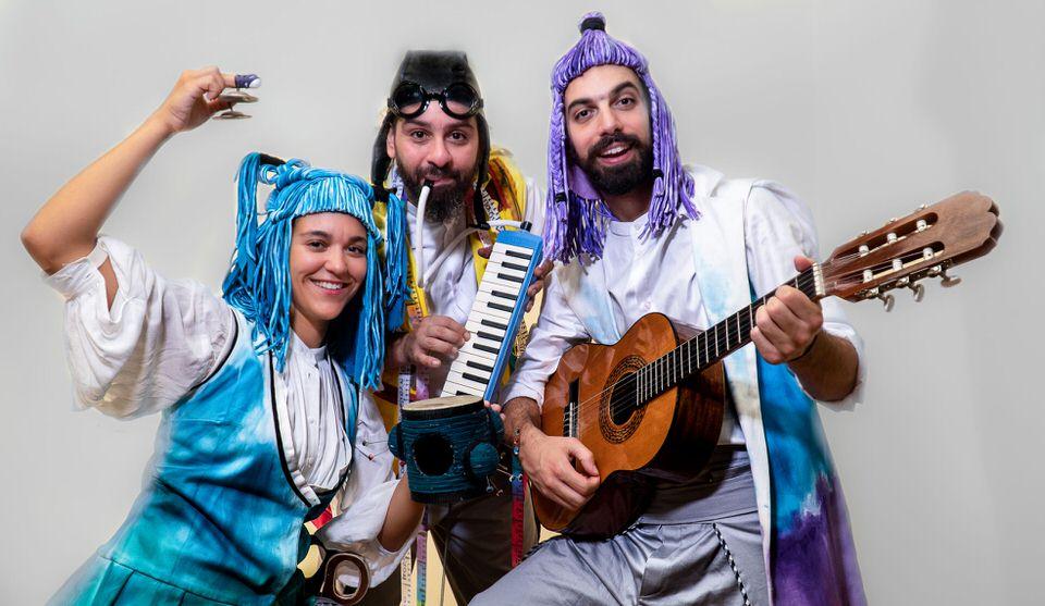 Ο Ραφτάκος των λέξεων του Αντώνη Παπαθεοδούλου για λίγες ακόμα παραστάσεις τον Αύγουστο