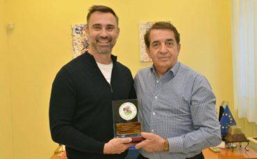 Ο Γιώργος Καπουτζίδης στον Σύνδεσμο Προστασίας παιδιών και Αμεα