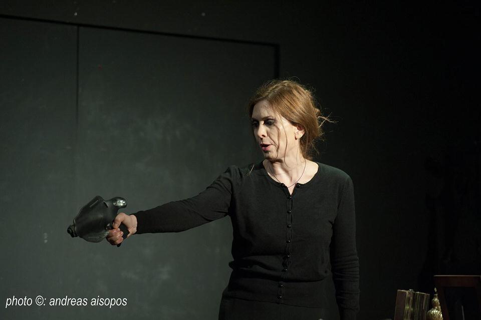 Η πόρνη από κάτω στο θέατρο Coronet