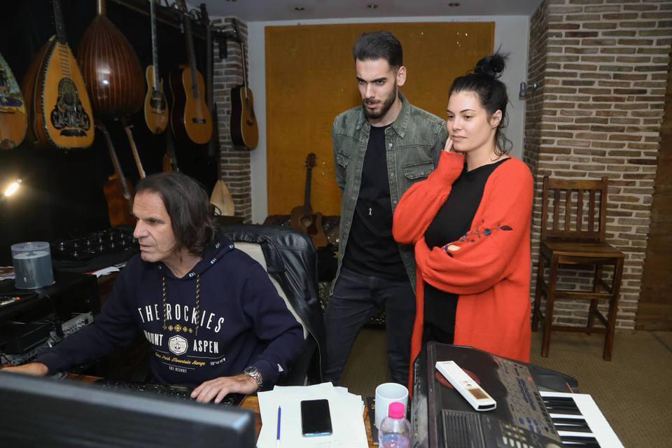 Κορινθίου-Χουβαρδάς τραγουδούν σε φιλανθρωπική εκδήλωση των εκδόσεων Υδροπλάνο για την Άσπα Φατούρου στο Περοκέ