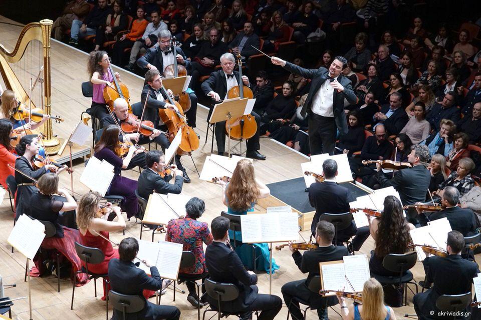 Πρωτοχρονιά με άρωμα Βιέννης. Ένα λαμπερό καλωσόρισμα για την καινούργια χρονιά με βαλς, πόλκες και μαζούρκες από τη Βιέννη! Οι μουσικοί της Καμεράτας, Μουσική διεύθυνση: Γιώργος Πέτρου. Αίθουσα Χρήστος Λαμπράκης, 4 Ιανουαρίου 2018/20:30.