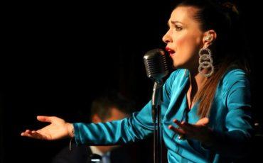 Η Φωτεινή Δάρρα στο Μέγαρο Μουσικής| Η συμφωνική μουσική συναντά το μπουζούκι