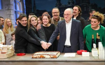 Φωτογραφίες από την κοπή της πίτας της παράστασης «Όλιβερ Τουίστ» στο «ΘΕΑΤΡΟΝ» του Κέντρου Πολιτισμού «Ελληνικός Κόσμος»!