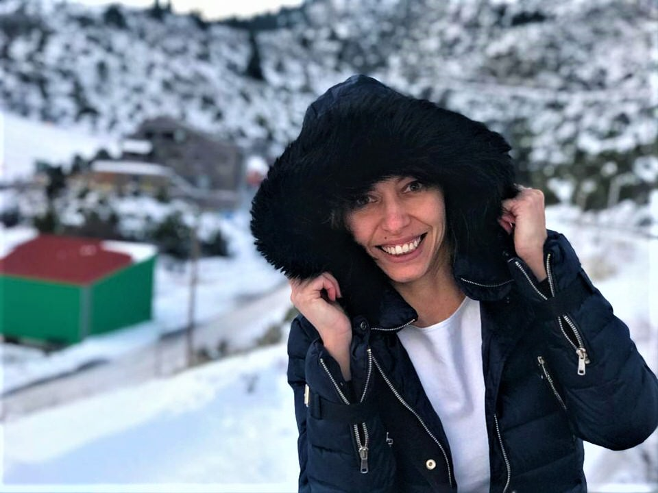 Η Μαρκέλλα Σαράιχα σε ταξιδεύει στο χιονοδρομικό κέντρου Μαινάλου
