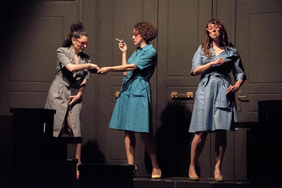 Η ομάδα Plan BEE παρουσιάζει την παράσταση SuperWoman στη θεατρική σκηνή του Faust
