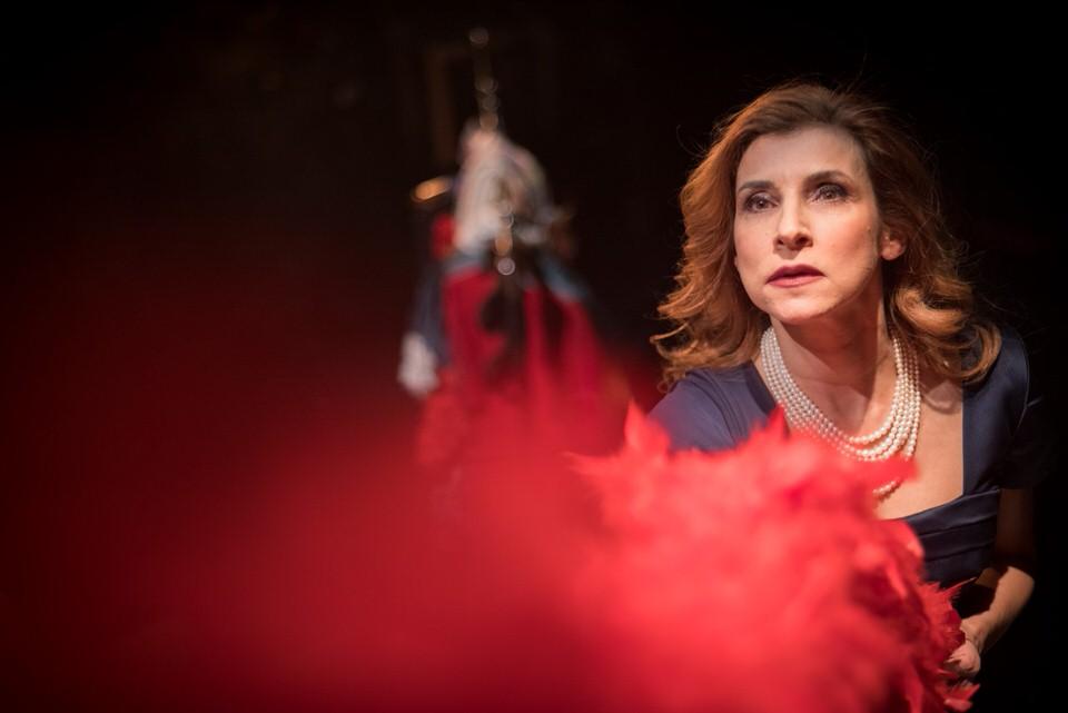 Στην Πλατεία Αμερικής-Ηρώ Μπέζου: Από την παράσταση 7 Αναζητήσεις στο Δημοτικό Θέατρο Πειραιά