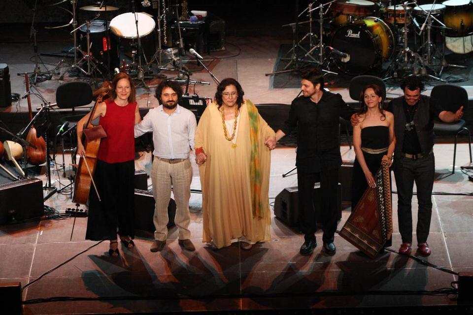 Μαρία Φαραντούρη :«Πέρα από τα σύνορα» -Ένα μουσικό ταξίδι από την Ανατολή στη Δύση