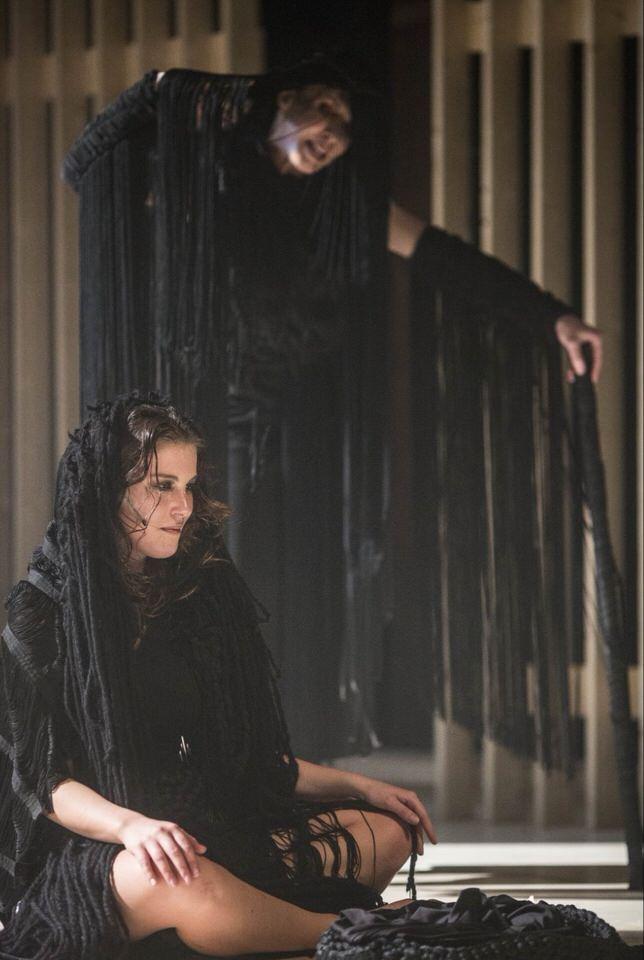 Με μεγάλη επιτυχία πραγματοποιήθηκε η επίσημη πρεμιέρα της παράστασης «Ηλέκτρα» του Σοφοκλή σε σκηνοθεσία Άρη Μπινιάρη