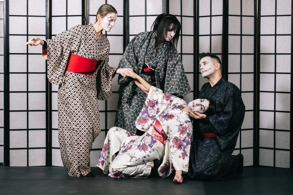 Kuro από την Ομάδα Παραστατικών τεχνών Akatsuki στο θέατρο ΠΚ