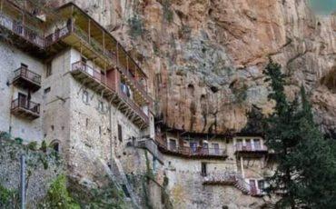 Μονή Τιμίου Προδρόμου: Το travelgirl σου παρουσιάζει τη Μονή που είναι χτισμένη στη ρίζα ενός απότομου βράχου