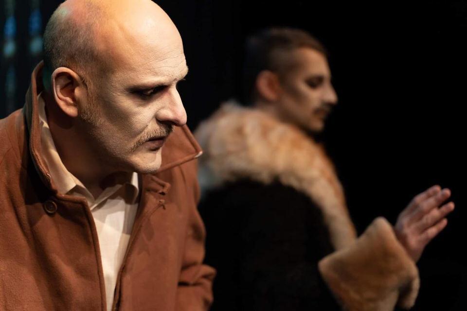 «Το Παλτό» του Νικολάι Γκογκόλ στο θέατρο Σοφούλη