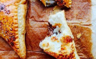 Εύκολη συνταγή για πιτάκια με τυρί
