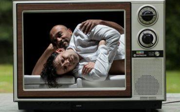 Το Θέατρο Τέχνης καινοτομεί προσφέροντας διαδικτυακή παρακολούθηση των παραστάσεων του από το σπίτι!