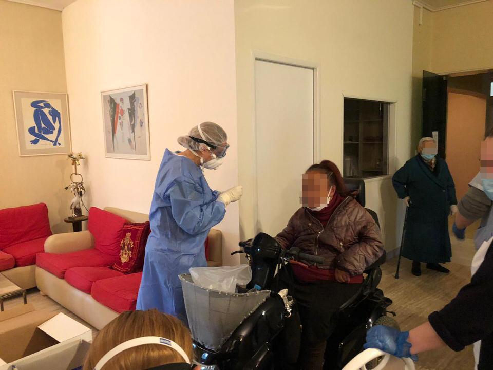 Ο ΕΟΔΥ στο Γηροκομείο Αθηνών για την προστασία των ηλικιωμένων από την νόσο COVID-19
