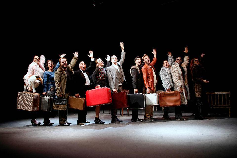 Θέατρο του Νέου Κόσμου: 32 παραστάσεις online