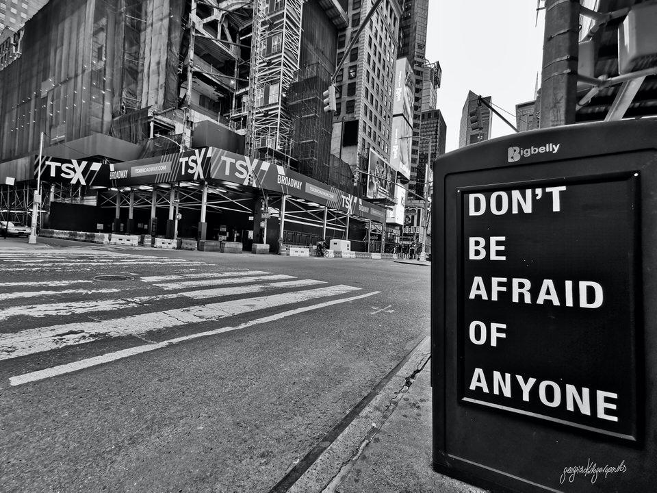Γιώργος Καλογερόπουλος: Ο διάσημος φωτογράφος στο travelgirl δείχνει τη Νέα Υόρκη άδεια και στέλνει το δικό του μήνυμα