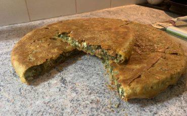 Η Θεοδώρα Μέγα μας δίνει την συνταγή για την παραδοσιακή ηπειρώτικη σπανακόπιτα με φύλλο