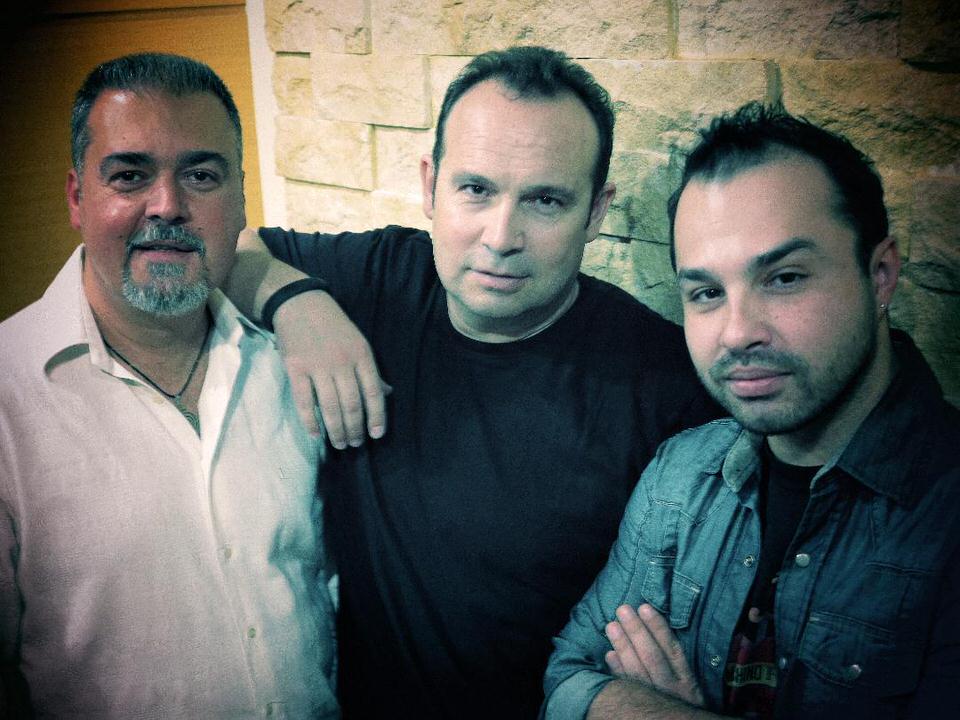 """""""Ζωή εν Τάφω"""": Τραγουδά ο Κώστας Μακεδόνας"""