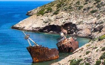 """Αμοργός: Ταξίδι στο Ναυάγιο του νησιού που έγινε παγκοσμίως γνωστό από την ταινία """"Απέραντο Γαλάζιο"""""""