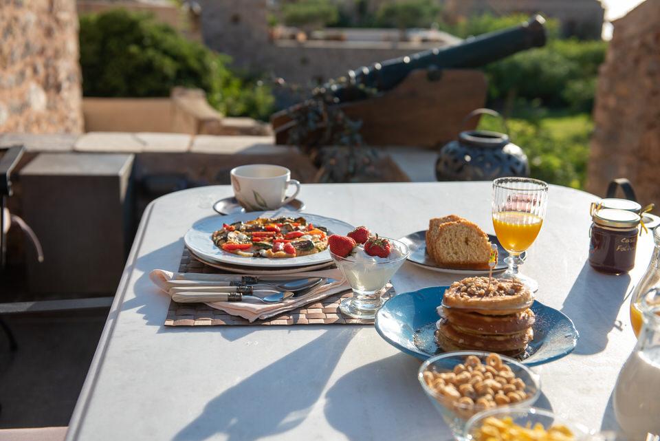Πλούσιο πρωινό με την ωραιότερη θέα