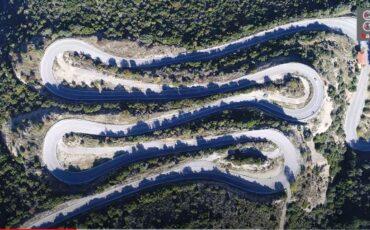 Κωλοσούρτης: Η θρυλική Εθνική οδός με τις 30 συνεχόμενες στροφές και την μαγευτική θέα από ψηλά (video)