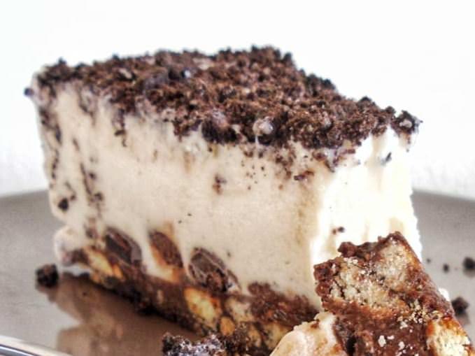 Συνταγή για τούρτα παγωτού με 6 υλικά!