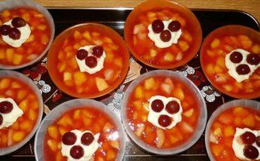Συνταγή για το πιο νόστιμο και γρήγορο ζελέ φρούτων!