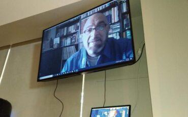 Ο Γιάννης Ζουγανέλης ψυχαγωγεί τα παιδιά στον Σύνδεσμο προστασίας Παιδιών και ΑΜΕΑ
