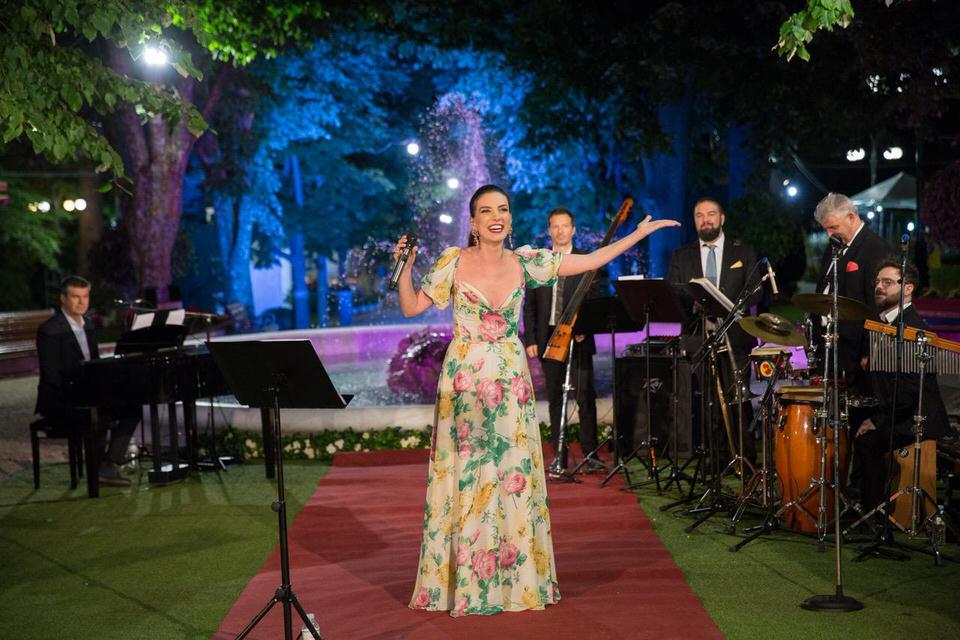 Η Διαδικτυακή Συναυλία της Φωτεινής Δάρρα για την 66η Ανθοκομική Έκθεση Κηφισιάς εκπέμπει από το Άλσος Κηφισιάς
