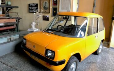 Το ιστορικό όχημα ENFIELD 8000 στο Γκάζι