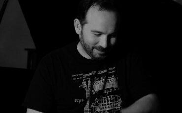 Κώστας Μακεδόνας: Να μ' αγαπάς όσο κανείς - Νέο single