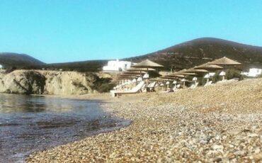 Αντίπαρος: Κολυμπώντας στην παραλία του Σωρού