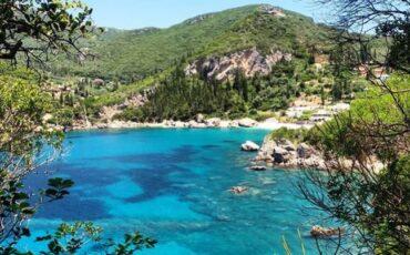 Ροβινιά: Ταξίδι στη μαγευτική παραλία της Κέρκυρας που την γνωρίζει όλος ο πλανήτης!