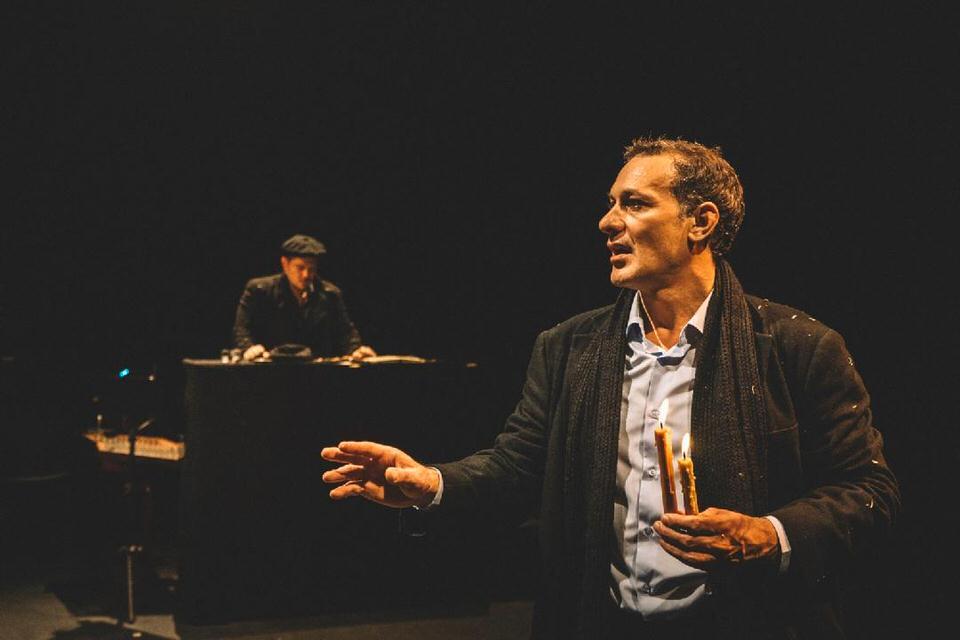 «Ο Αμερικάνος» με τον Θανάση Σαράντο στο Κηποθέατρο του Παπάγου στις 8 Σεπτέμβρη!