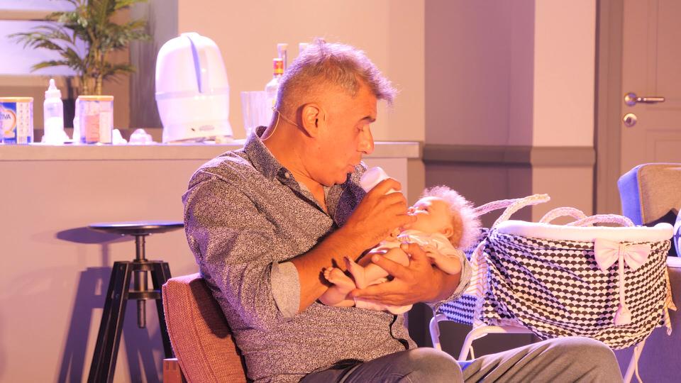 Ένα μωρό για τρεις: Το πρόγραμμα της καλοκαιρινής περιοδείας