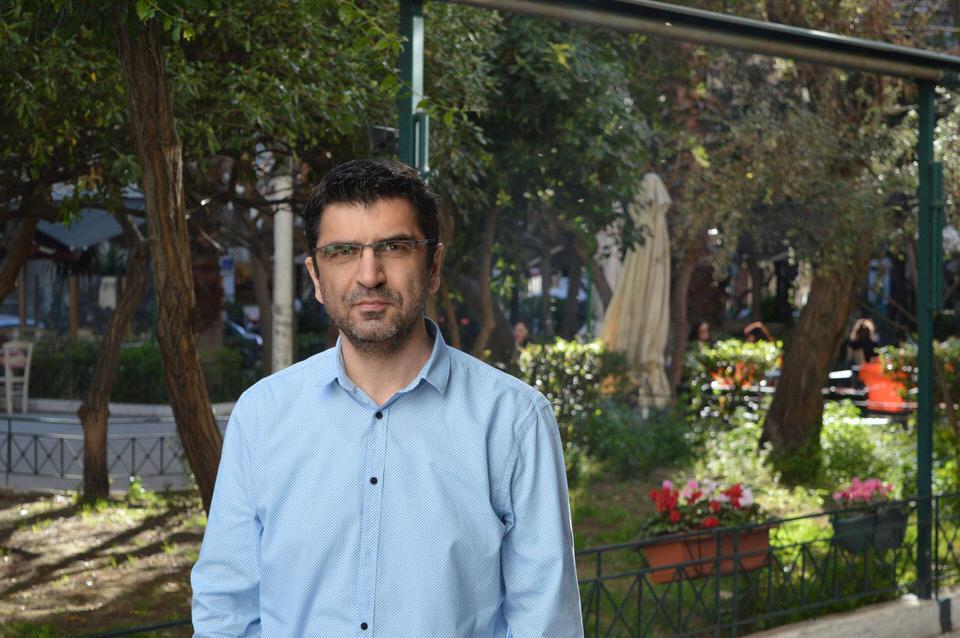 """Ο Μάκης Τσίτας υπογράφει το νέο βιβλίο του """"Πέντε στάσεις"""" στον ΙΑΝΟ της Αθήνας"""