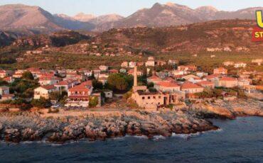Καρδαμύλη: Το αγαπημένο Νεραϊδοχώρι της Ελληνικής τηλεόρασης από ψηλά (video)
