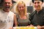 Ο Πέτρος Κωστόπουλος μαγειρεύει στην κουζίνα του Aeolis Tinos Suites
