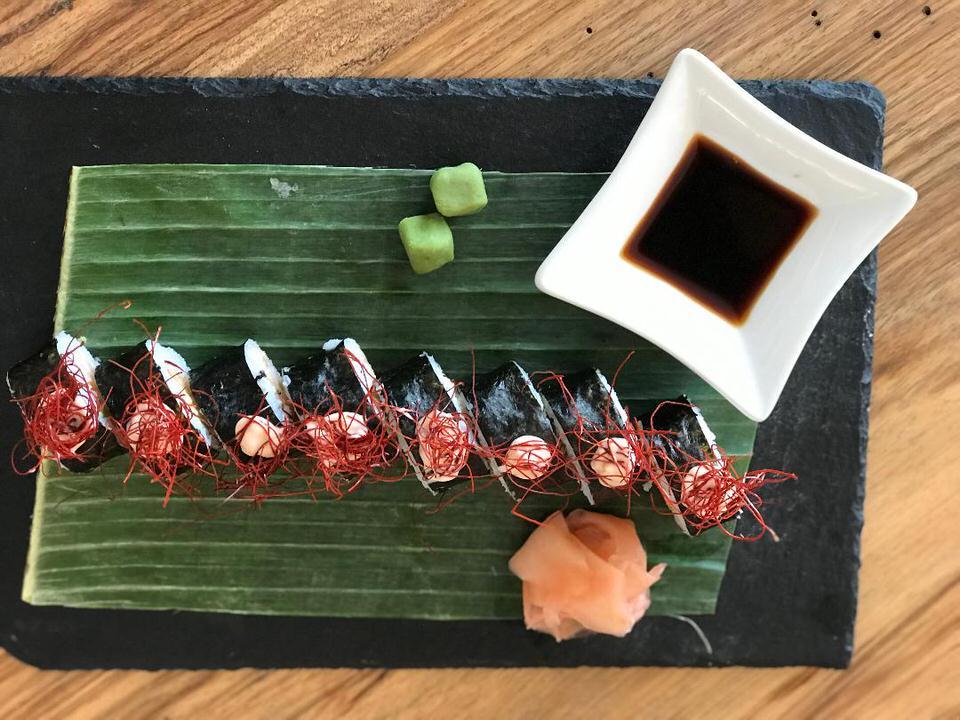 Ταξίδι στη Νάξο: Μαγειρέψαμε ιαπωνέζικο δίπλα στο κύμα και απολαύσαμε τις βουτιές μας στον Άγιο Προκόπιο