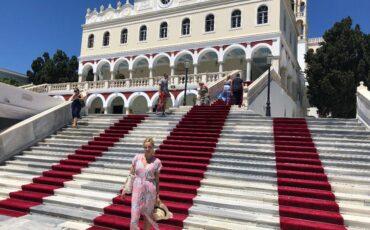 Ταξίδι στην Τήνο: Το προσκύνημα στην Παναγία της Τήνου
