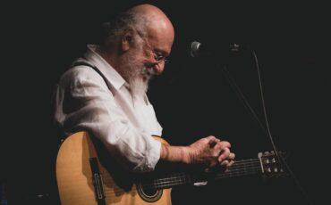 Διονύσης Σαββόπουλος: Δύο φαντασμαγορικές υπαίθριες συναυλίες στον Κήπο του Μεγάρου