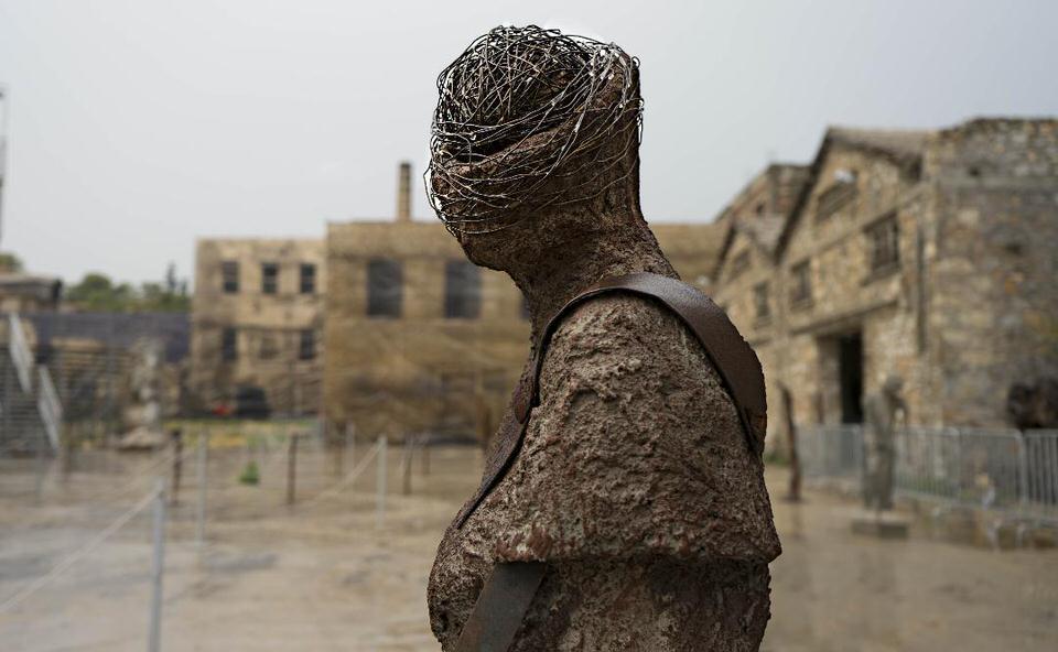 Άνθρωποι στον χρόνο από την Ασπασία Σταυροπούλου στο Παλαιό Ελαιουργείο Ελευσίνας