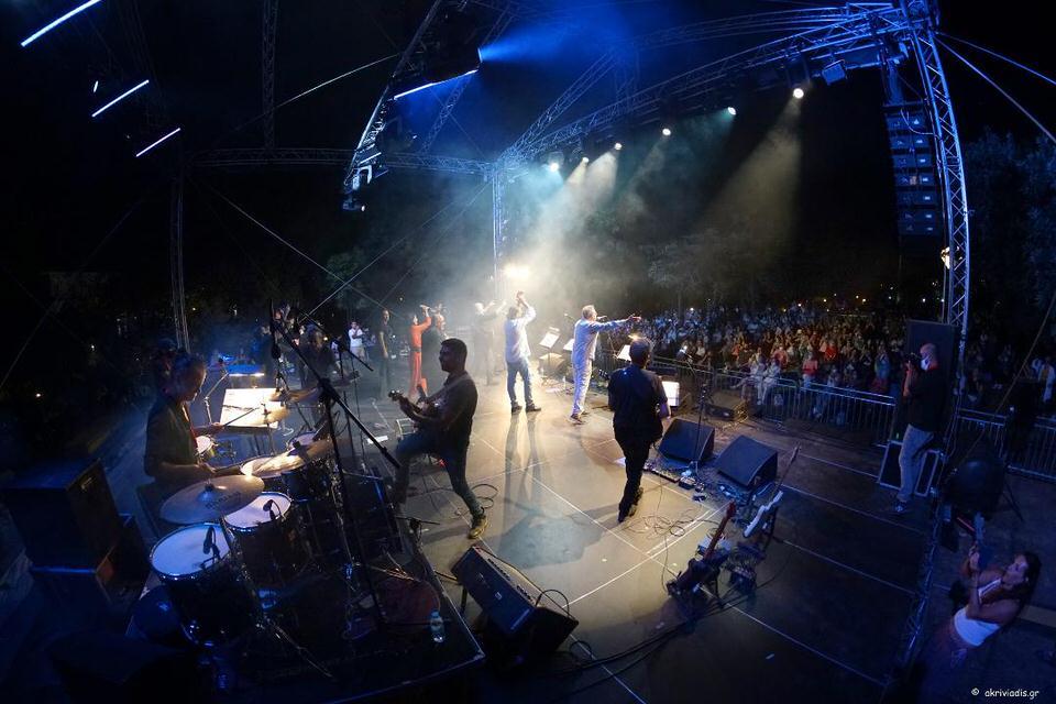 Απρόοπτα και συγκίνηση στη συναυλία-γιορτή στον Κήπο του Μεγάρου για τον Λαυρέντη Μαχαιρίτσα