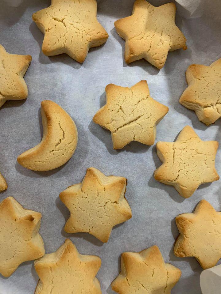 Η Άννα Θεοδωρή μας δίνει την συνταγή για μπισκότα της στιγμής, ένα εύκολο σνακ για το σχολείο